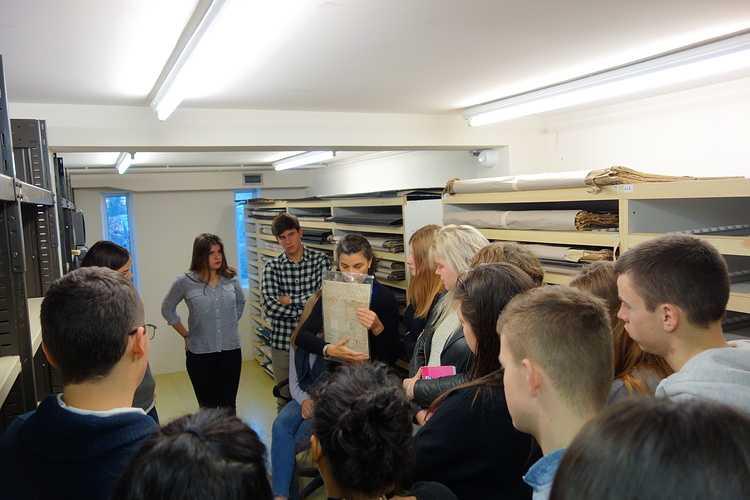 Les élèves de 1ES et 2nde section européenne anglais aux Archives Départementales finannee2016237