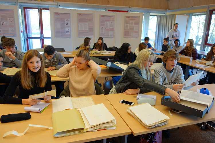 Les élèves de 1ES et 2nde section européenne anglais aux Archives Départementales finannee2016292