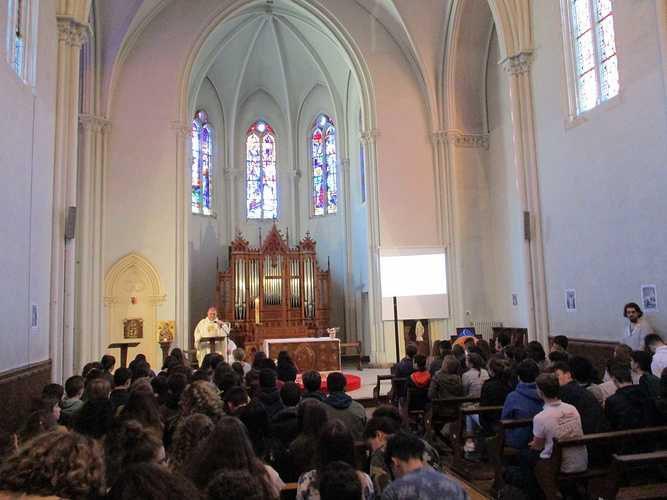 Mgr Moutel en visite au collège lycée Saint-Charles img0026