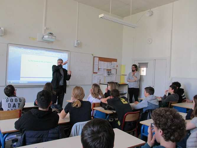 Mgr Moutel en visite au collège lycée Saint-Charles img0034