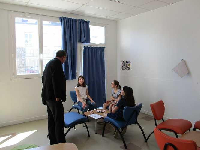 Mgr Moutel en visite au collège lycée Saint-Charles img0045
